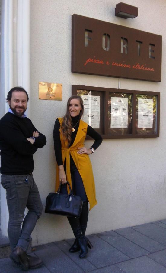 Mattia y Katy en la entrada de FORTE de Serrano 85