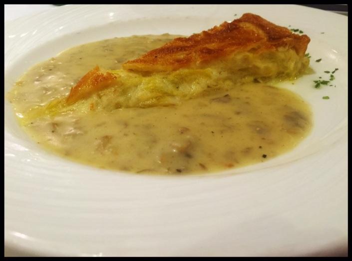 Pastel de puerros en salsa de champiñones de LAKUNTZA
