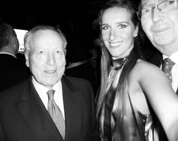 Selfi de Katy Mikhailova con José María Alvarez  Manzano y Custodio Zamarra.