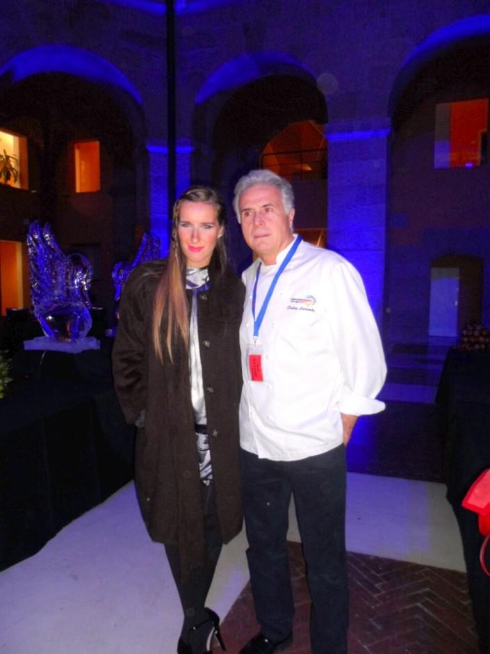 Katy Mikhailova con Pedro Larumbe, tras entrevistarla para blog de LA RAZON 'La Cata de Katy'